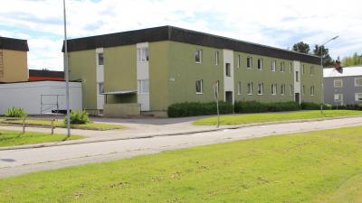 Bild på flerbostadshus på Skolmästaren i Arbrå.