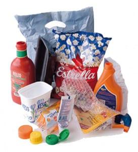 Diverse plastförpackningar (plastpåse, ketchupflaska, plastkorkar mm)